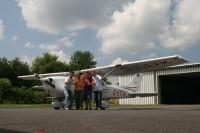 Der Pilot und unser Luftteam: Renate Bonow, Christopher Polich und Martin Pleßa.<br /><em>© Foto: Martin Pleßa</em>