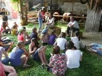 Herr Kamp beantwortete danach gerne die Fragen der SchülerInnen zu seinem Hof und den Besonderheiten der ökologischen Landwirtschaft nach Demeter- Richtlinien.