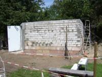 Die Wände sind fertig - die Tür eingebaut